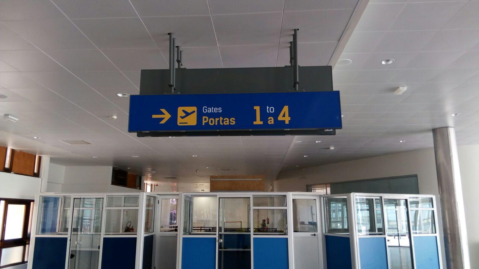 Diseño y suministro de señalética en el Aeropuerto de Cabo Verde